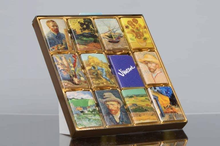 productfotografie packshot chocolade chocolade doos vincent van gogh witte achtergrond onbewerkt 768x512 - bewerken van productfoto's