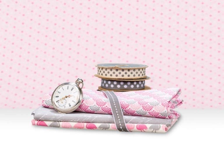 productfotografie sfeerfotografie stoffen juist kleurprofiel roze grijs 768x512 - bewerken van productfoto's