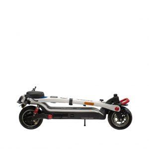 productfotografie packshot scooters scooterliggend Veeley V5 elektrische step wit 300x300 - Productfotografie van scooters