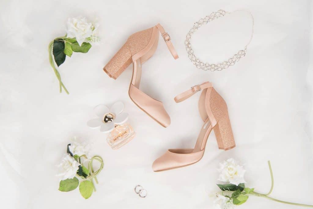 productfotografie sfeerfotografie schoenen hakken mode glitters roze 1024x684 - Productfotografie van schoenen