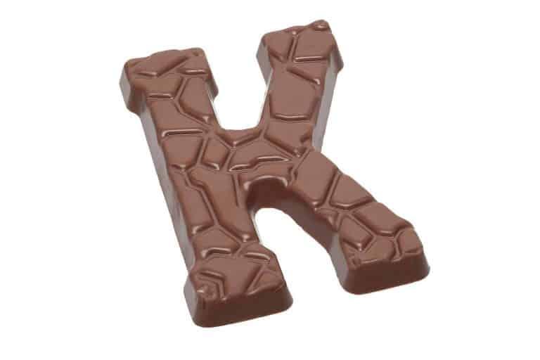 productfotografie packshot chocolade melkchocola chocoladeletter letterk kleurwissel melk 768x512 - bewerken van productfoto's