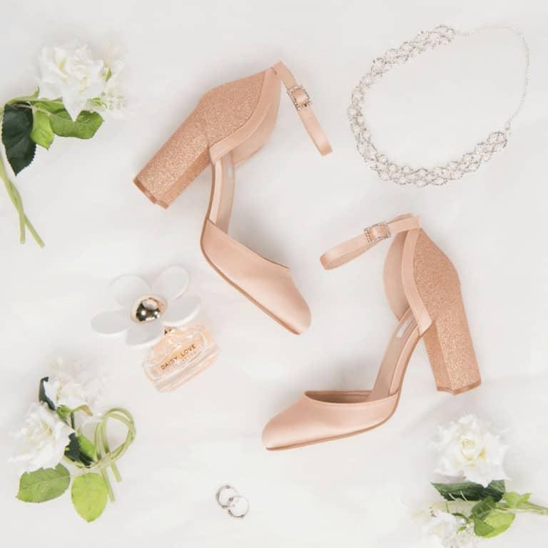 productfotografie sfeerfotografie schoenen hakken mode gala glitter roze 768x768 - Productfotografie