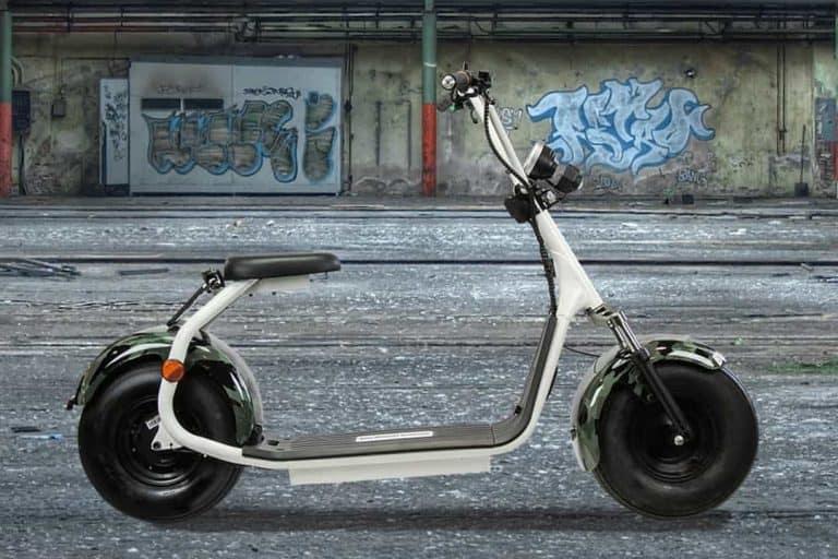 productfotografie sfeerfotografie scooters elektrische step chromakey camouflage legerprint wit 768x512 - bewerken van productfoto's