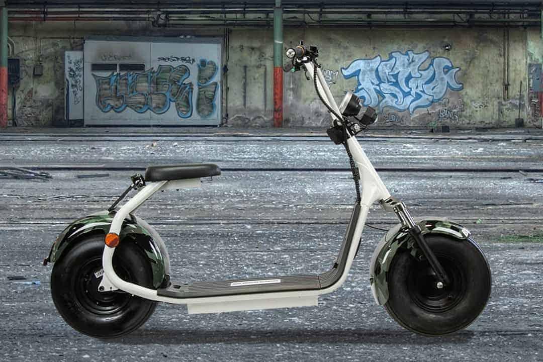 productfotografie sfeerfotografie scooters elektrische step chromakey camouflage legerprint wit - Sfeerfotografie