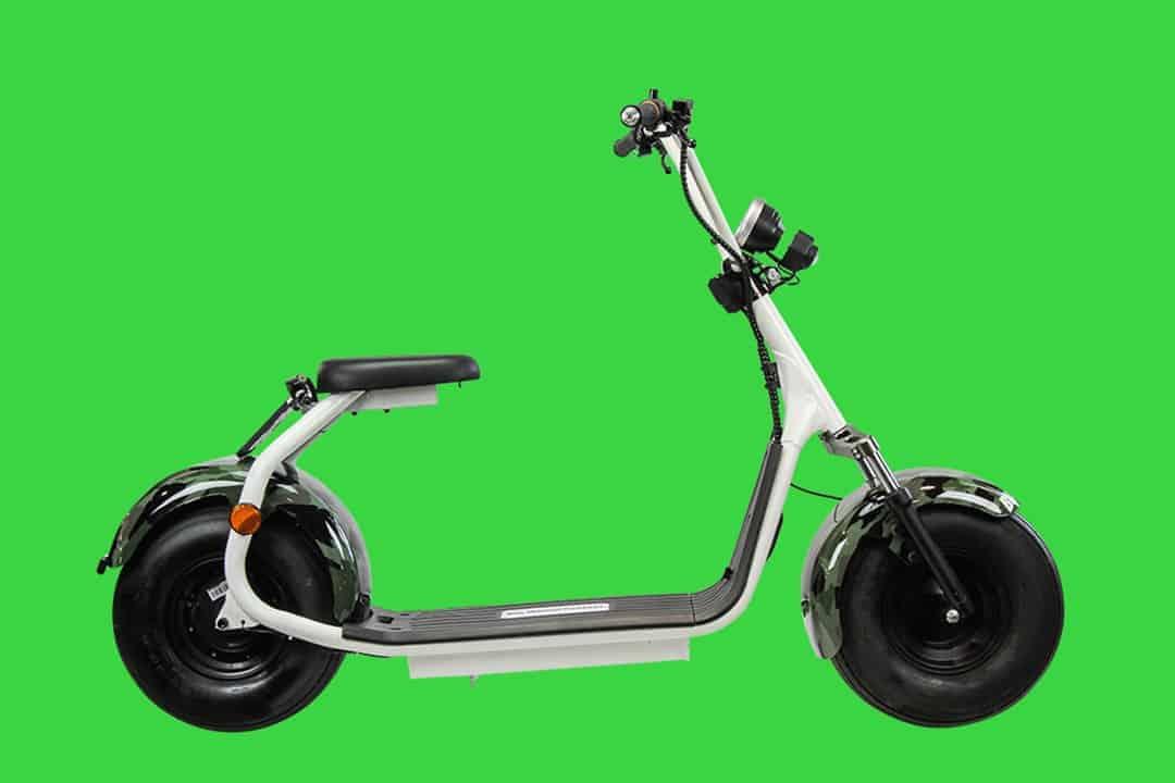 productfotografie sfeerfotografie scooters elektrische step chromakey camouflage wit - Sfeerfotografie