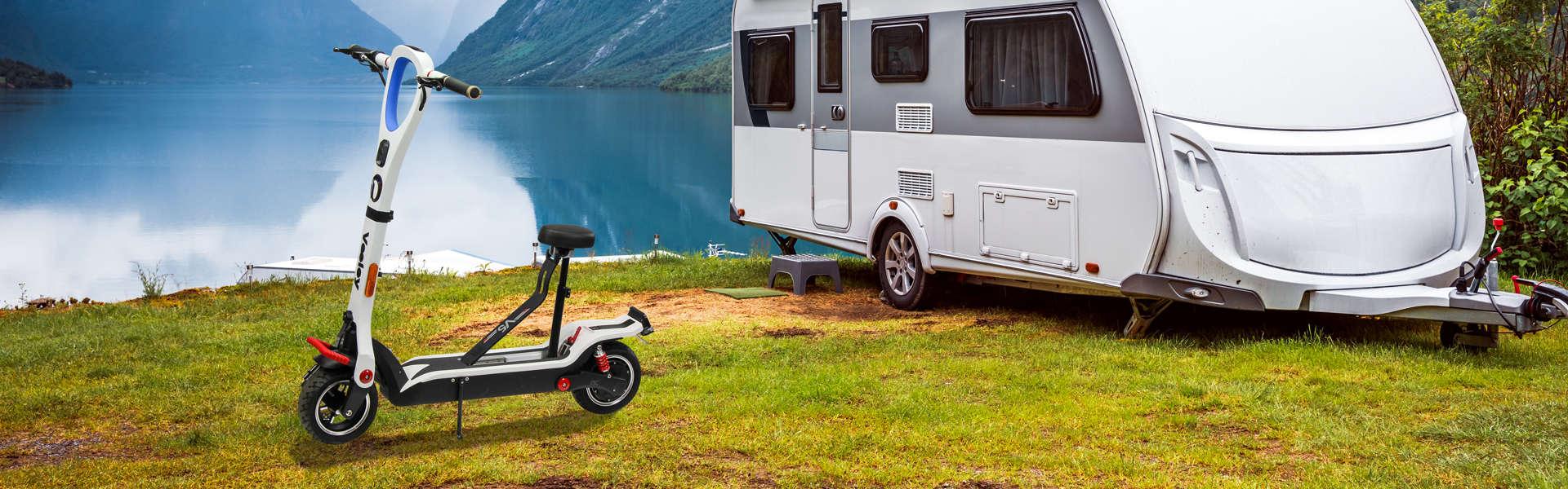 productfotografie sfeerfotografie scooters scooterliggend Veeley V5 elektrische step wit - Productfotografie van scooters