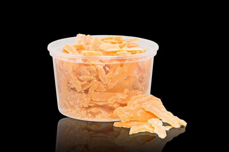 productfotografie packshot food eten kaas brokkelkaas bakje spiegeling geel 768x512 - food fotografie
