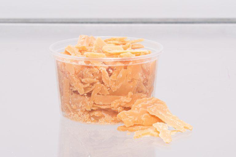 productfotografie packshot food eten kaas brokkelkaas bakje zonder geel 768x512 - food fotografie