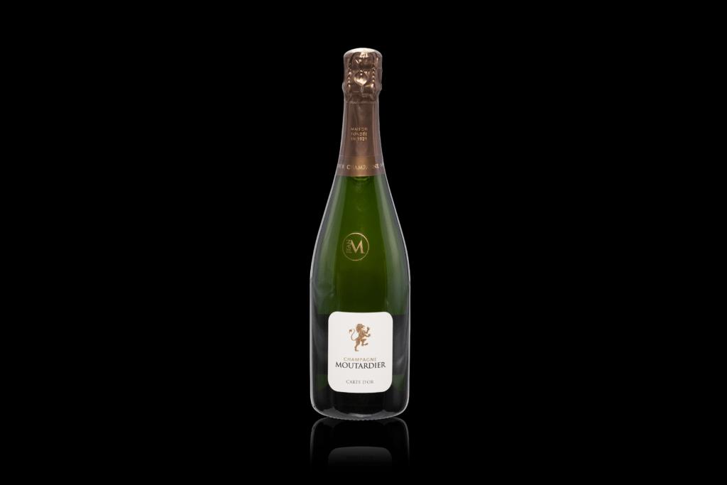 Productfotografie productfoto wijn champagne spiegeling zwarte achtergrondgroen 1024x683 - productfotografie van flessen